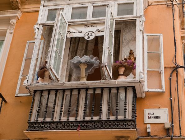 Slinger via Calle Granada door historisch Málaga